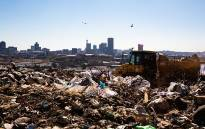 The Robinson Deep landfill site in Johannesburg has a maximum of 3 years left until it reaches capacity. From 1 July, Johannesburg residents are compelled to separate their garbage from recyclable material in an effort to avoid reaching this point. Picture: Christa Eybers/EWN