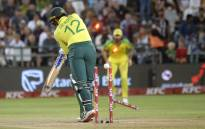 South Africa's Quinton de Kock is bowled by Australia's Mitchell Stark (unseen) during the third and final T20 international cricket match between South Africa and Australia at Newlands Cricket Stadium in Cape Town, on 26 February 2020. Picture: AFP