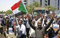 Sudanese protesters gather during a demonstration outside the central bank in Khartoum on 29 May 2019. Picture: AFP