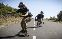 Tom Rushovitz and Angus Burns are two longboarders from Cape Town who skate some of the city's steepest hills. They are pictured here on Signal Hill. Picture: Thomas Holder/EWN