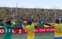 Mamelodi Sundowns players greet fans. Picture: @sundownsfc/Facebook.com.
