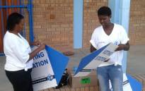 """IEC staff getting ready for voter registration at Fezekile Secondary in Oudtshoorn on 5 March 2016. Picture: Petrus Botha/EWN"""""""
