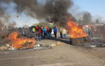 Ennerdale residents burn tyres and block roads in protest on 5 October 2018. Picture: Louise McAuliffe/EWN