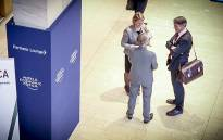 Delegates from the World Economic Forum 2015 chat amongst themselves at the Cape Town International Convention Centre. Picture: Thomas Holder/EWN