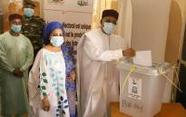Niger's outgoing president Mahamadou Issoufou (R) cast his ballot at a polling station in Niamey on 27 December 2020 during Niger's presidential and legislative elections. Picture: AFP.