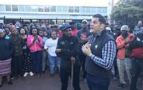 Protesting Imizamo Yethu residents meet with ward councillor Rob Quintus on 26 April 2019. Picture: Monique Mortlock/EWN