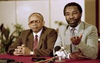 FILE: African National Congress (ANC) leaders Thabo Mbeki (R) and Mendi Msimang (L) answer journalists at a press conference, on 17 October, 1989 in Kaula Lumpur. Picture: AFP