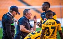 FILE: Gavin Hunt (centre) gives instructions to his Kaizer Chiefs players during a match. Picture: @KaizerChiefs/Twitter