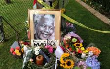Tributes at former South African president Nelson Manadela's home following his death. Picture: Mandy Wiener/EWN.