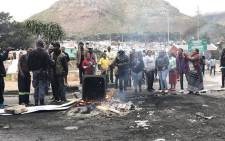 Imizamo Yethu residents sing and dance while police try to calm the situation. Picture: Monique Mortlock/EWN