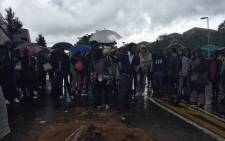 Students blockade the road leading to the University of Cape Town's Upper Campus. Picture: EWN.