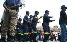 Johannesburg Emergency Services employees protest outside the Roodepoort call centre on 3 October 2008. Picture: Taurai Maduna/Eyewitness News