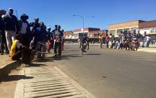 Scores of South African residents of Actonville in Benoni blocked roads and threatened foreigners living in the area with violence as Xenophobic attacks spread across Gauteng. Picture: Reinart Toerien/EWN