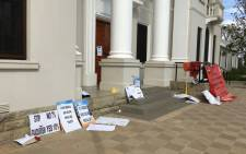 Posters were seen outside the Nelson Mandela Museum amid a strike by Nehawu-affiliated workers. Picture: Leanne de Bassompierre/EWN.