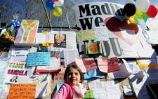 A little girl is seen among messages of hope put up on a wall outside the Mediclinic Heart Hospital. Picture: Werner Beukes/SAPA