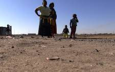 FILE: Two mothers and their children walking through the dusty streets of the Marikana settlement near Rustenburg on 13 June 2014. Picture: Reinart Toerien/EWN.