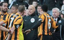 Newcastle United's English manager Alan Pardew (R) gestures towards Hull City players after an incident with Hull City's Irish midfielder David Meyler (3rd L) during the English Premier League football match between Hull City and Newcastle United at the KC Stadium in Hull, northeast England on 1 March 2014. Picture: AFP/LINDSEY PARNABY