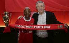 Thembi Kgatlana with SL Benfica vice-president Fernando Tavares. Picture: www.slbenfica.pt