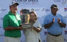 Jaco Ahlers at the prize giving as winner of CT Open. Alongside Jaco is Cape Town Executive Mayor Patricia de Lille. Picture: Jeremy Harris/EWN.