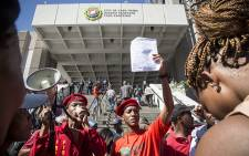 Nearly 1000 protesters make their way across the N1 at Century City towards the station on their way into town demanding their own land from the city. Picture: Thomas Holder/EWN.