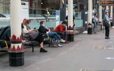 Train commuters practice social distancing at Farringdon Station near London during the Covid-19 pandemic. Image: 123rf.com
