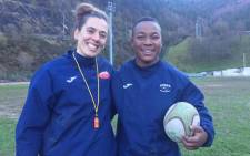 Cristina Guntín, coach of the women's rugby team SD Eibar Femenino, and the club's new signing, Babalwa Latsha. Picture: @BabalwaLatsha/Twitter