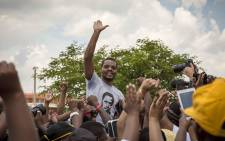 FILE: Hoisted on shoulders by his supporters, Mcebo Dlamini celebrates the granting of his bail appeal at the Palm Ridge Magistrates Court in Thokoza. Picture: Thomas Holder/EWN