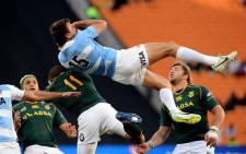 Argentinian rugby player Juan Martin Hernandez (C) vies for the ball with South Africa during the Rugby Championship first round match between Argentina and South Africa, on the Nelson Mandela Sport and Culture Day, at the Soccer City stadium in Soweto, on 17 August 2013. Picture: AFP/ALEXANDER JOE