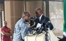 Heman Mashaba (right) announces his resignation as Johannesburg Mayor and member of the Democratic Alliance (DA) on 21 October. Picture: Kayleen Morgan/EWN