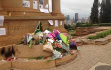 Flowers and messages are placed at a plinth at the Union Buildings in memory of Nelson Mandela. Picture: Barry Bateman/EWN.
