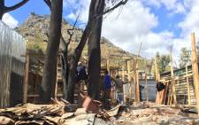 FILE: Imizamo Yethu residents rebuild their informal structures after a devastating fire left four dead and scores homeless. Picture: Monique Mortlock/EWN