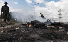 Residents of Booysens informal settlement barricaded Eloff Street with burning tires and rocks on 29 April 2020. Pictures: Sethembiso Zulu/EWN