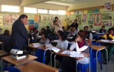 MEC Donald Grant talks to children at a local school in the Western Cape. Picture: Carmel Loggenberg/EWN.