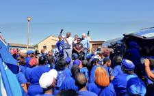 DA leader Mmusi Maimane at Kleivlei, Cape Town, engaging with residents about the crime that has plagued the area. Picture:Our_DA/Twitter.