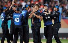 New Zealands Corey Anderson (C) and teammates celebrate the wicket of South Africas Faf du Plessis after he was dismissed for 82 runs during the semi-final Cricket World Cup match between New Zealand and South Africa played at Eden Park in Auckland on 24 March, 2015. Picture: AFP.