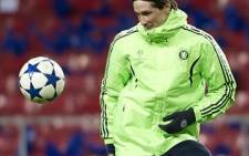 Chelsea's Spanish forward Fernando Torres warms up during a training session on 21 February 2011. AFP