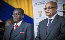 South African President Jacob Zuma (R) and Zimbabwean President Robert Mugabe (L). Picture: Thomas Holder/EWN