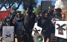 FIEL: Former Cosatu General Secretary Zwelinzima Vavi joined the picket outside the SABC offices in Auckland Park today calling for an end to censorship. Picture: Christa Eybers/EWN.