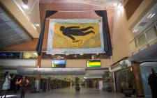 A giant tapestry featuring a flying Nelson Mandela will henceforth greet passengers in Cape Town International Airport's arrivals hall. Picture: Aletta Harrison/EWN