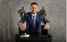 Stephen Curry of the Golden State Warriors poses with the Maurice Podoloff Trophy after being awarded the 2015-16 Most Valuable Player Award on 10 May 2016. Picture: 2016 NBAE Noah Graham/NBAE via Getty Images/AFP.