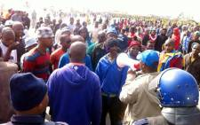 Vrygrond taxi drivers face off with police on 16 September 2014, with many of them upset that their taxis have been impounded. Picture: Siyabonga Sesant/EWN.