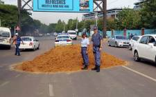 Sand was dumped near the University of Pretoria, causing major traffic delays. Picture: @Abramjee via Twitter.