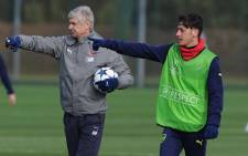 Arsenal manager Arsene Wenger during a training session with midfielder Mesut Ozil. Picture: Twitter/@MesutOzil1088.
