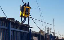 FILE: City Power workers fix overhead power cables at a sub-station in Alexandra on 3 July 2019. Picture: @CityPowerJhb/Twitter