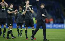 Chelsea's Italian head coach Antonio Conte (R) celebrates with his players on the pitch after the English Premier League. Picture: AFP.