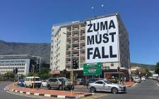 A Zuma Must Fall banner was erected in Cape Town on 15 January 2015. Picture: Thomas Holder/EWN.