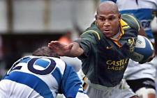 In this file photo taken on 12 November 2000, Chester Williams of South Africa (R) breaks away from Felipe Contepomi of Argentina (L) during a Test match at the Monumental Stadium of Buenos Aires. Picture: AFP