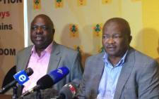 Former Cope deputy president Mbhazima Shilowa and UDM leader Bantu Holomisa (right) at a brief media briefing in Sandton. Picture : Reinart Toerien/EWN