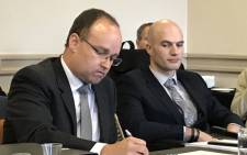 Attorney Martus de Wet (left) and Dr Jacques De Vos (right) at the Health Professions Council fo South Africa's hearing on 27 August 2019. Picture: Kevin Brandt/EWN.