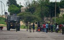 Zimbabwean soldiers make residents clean off barricades following recent protests in Sizinda township, Bulawayo, on 16 January 2019. Picture: AFP.